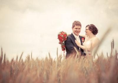 Hochzeit Nidda Brautpaarshooting im Kornfeld Fotograf
